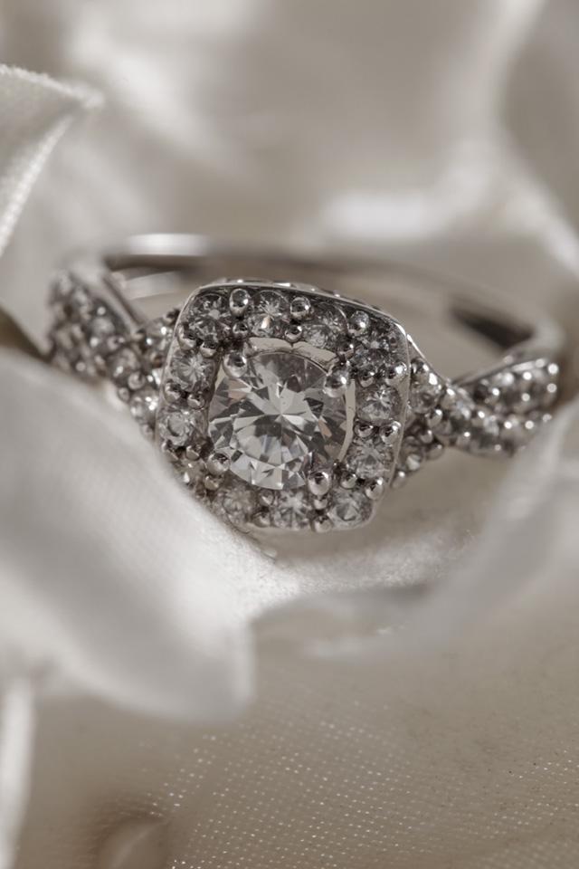 Helzberg Diamonds White Sapphire