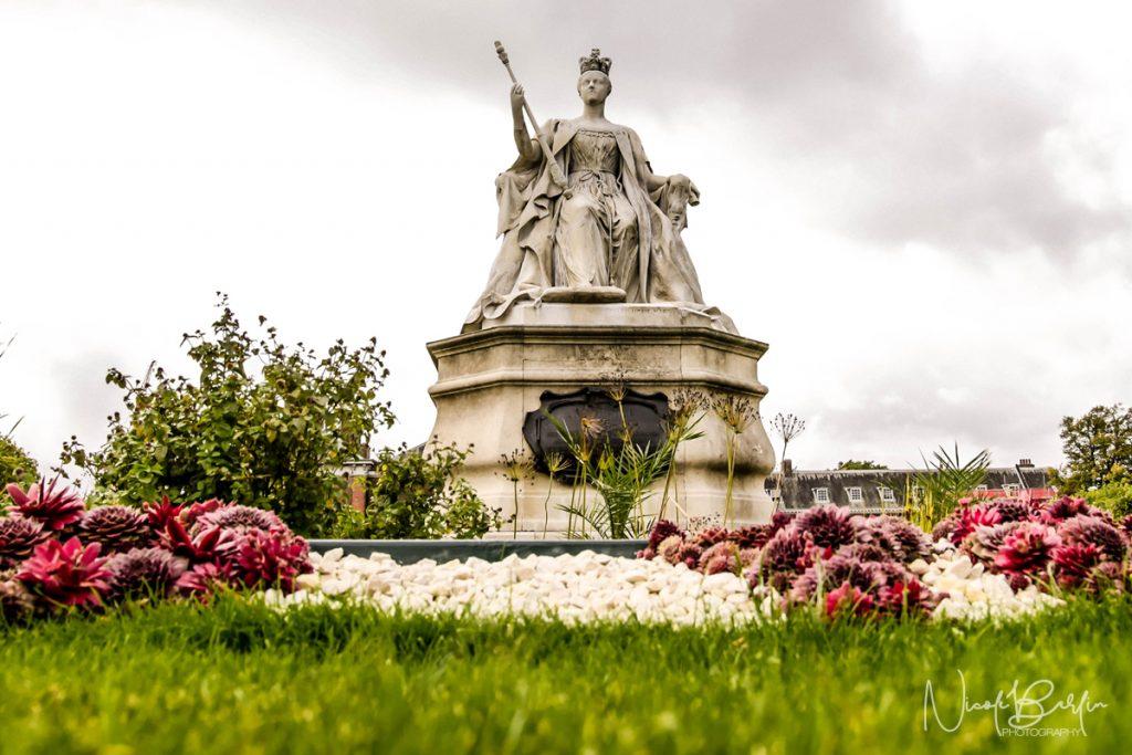 travel-london-queen-elizabeth