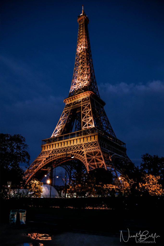 travel-paris-eiffel-tower-night